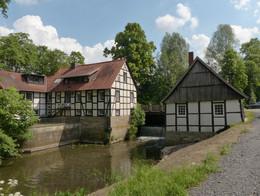 Alte Wassermühle mit Mühlenrad